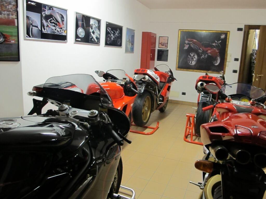 タンブリーニ氏ご自宅のガレージ