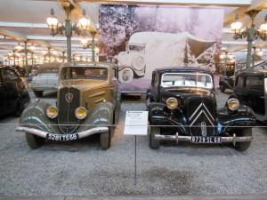 右:シトロエーンⅡB <1953年式>, 左:プジョー201M <1937年式>
