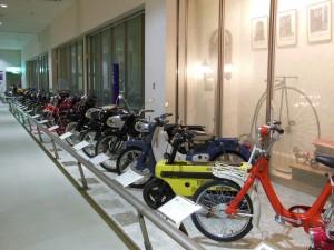 ミニカーやバイクの展示