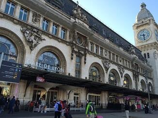 パリ・リヨン駅前