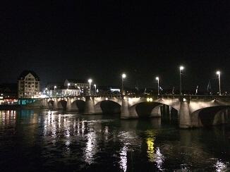 夜のライン川