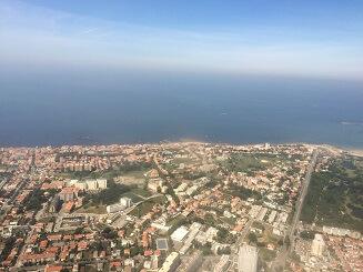 海岸のはるか向こうには南米大陸のブラジル