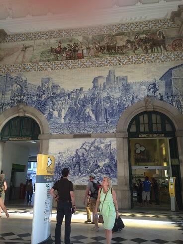 ポルト中心にあるサン・ベント駅