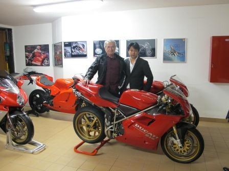 タンブリーニ氏とガレージにて