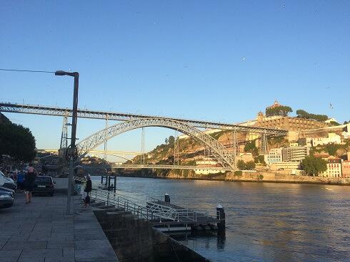 エッフェルの弟子が設計したドウロ川に掛かっている橋