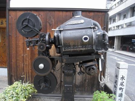 資料館入り口脇にある鉄の造形